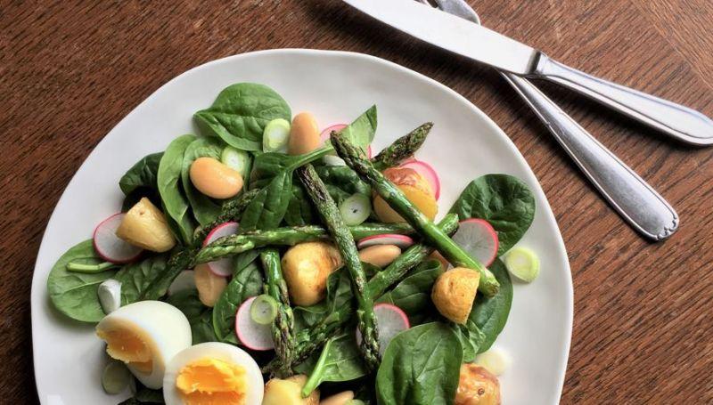 Lentesalade met groene asperges