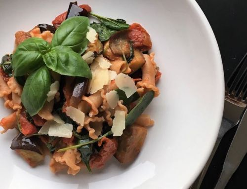 Herfst recept: Volkoren pasta met spinazie, zongedroogde tomaat & aubergine