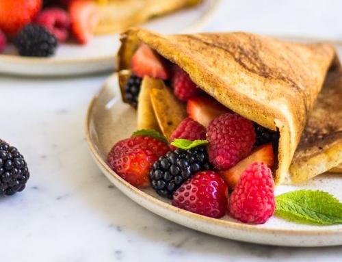 Gezonde ontbijtjes voor elke dag door Marijke en Anne: Volkoren pannenkoeken met fruit (4/7)